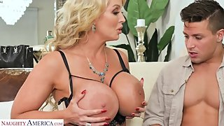 Alura Jenson Ц FUCKS YOUNG DICK