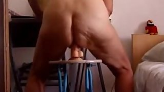 Mature Blonde Chevauche Un Gode Ventouse