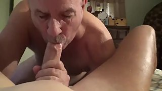 Older daddy licking balls & sucking cock