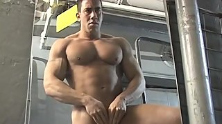 Buff mature hunk at the gym jerking off and touching himself