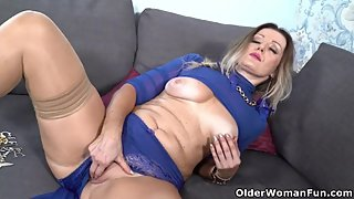 Curvy milf Mia gets her pussy soaked and ready