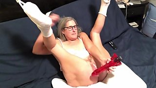 Hot Milf Stretches Her Pussy With Big Dildo Vibes To Orgasm