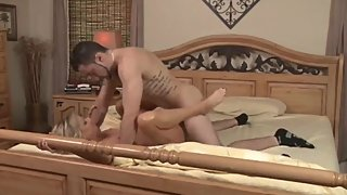 Shameless mature MILF gets amazing crempie from her young roommate
