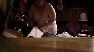Ugly wife helps making the bed nude