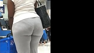 BIG BOOTY EBONY IN GREY SWEATS CANDID CAM