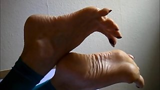 flexible high arched feet with long toes